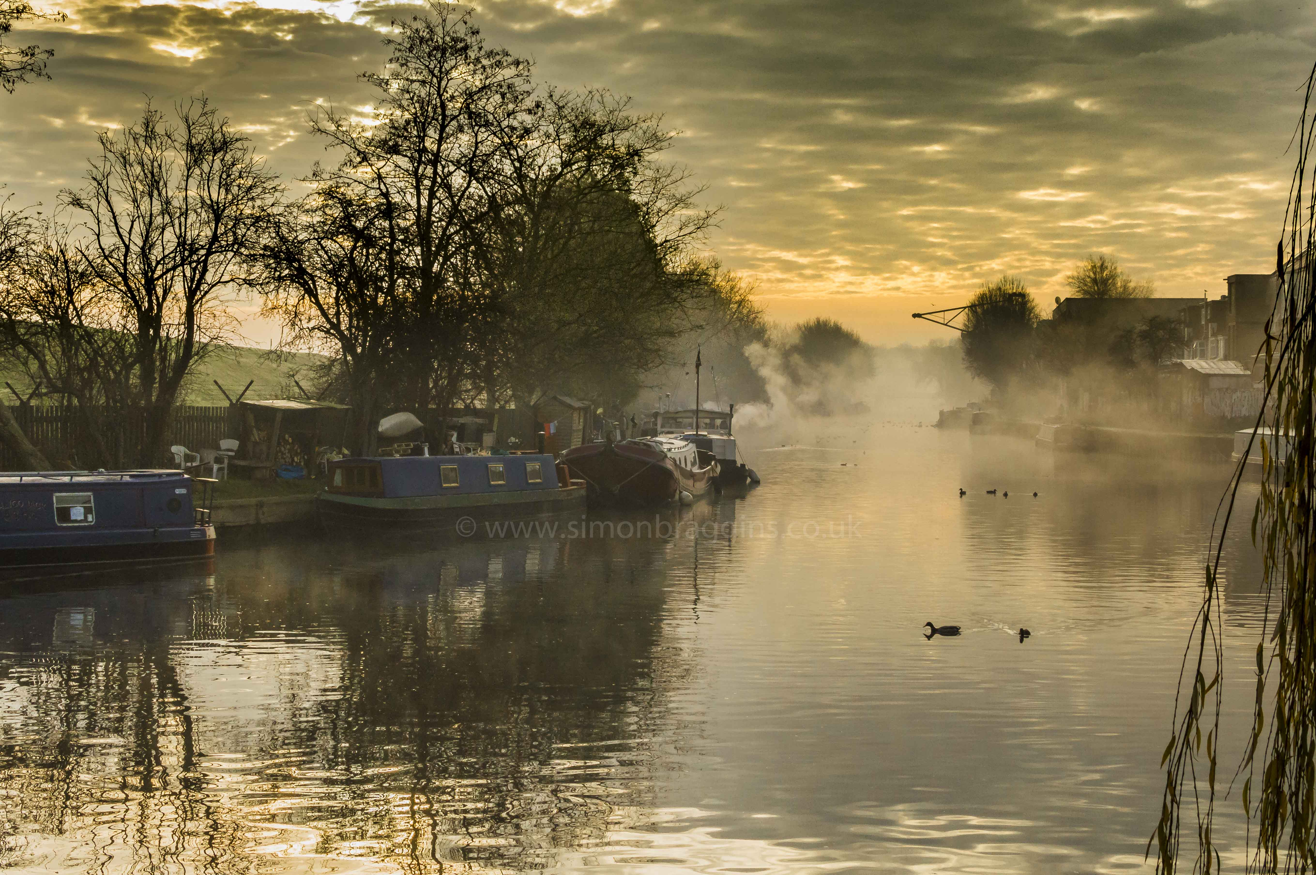 Misty Lea : Smoke and mist rise on an extremely cold morning - Markfield Park, River Lea - December 2016
